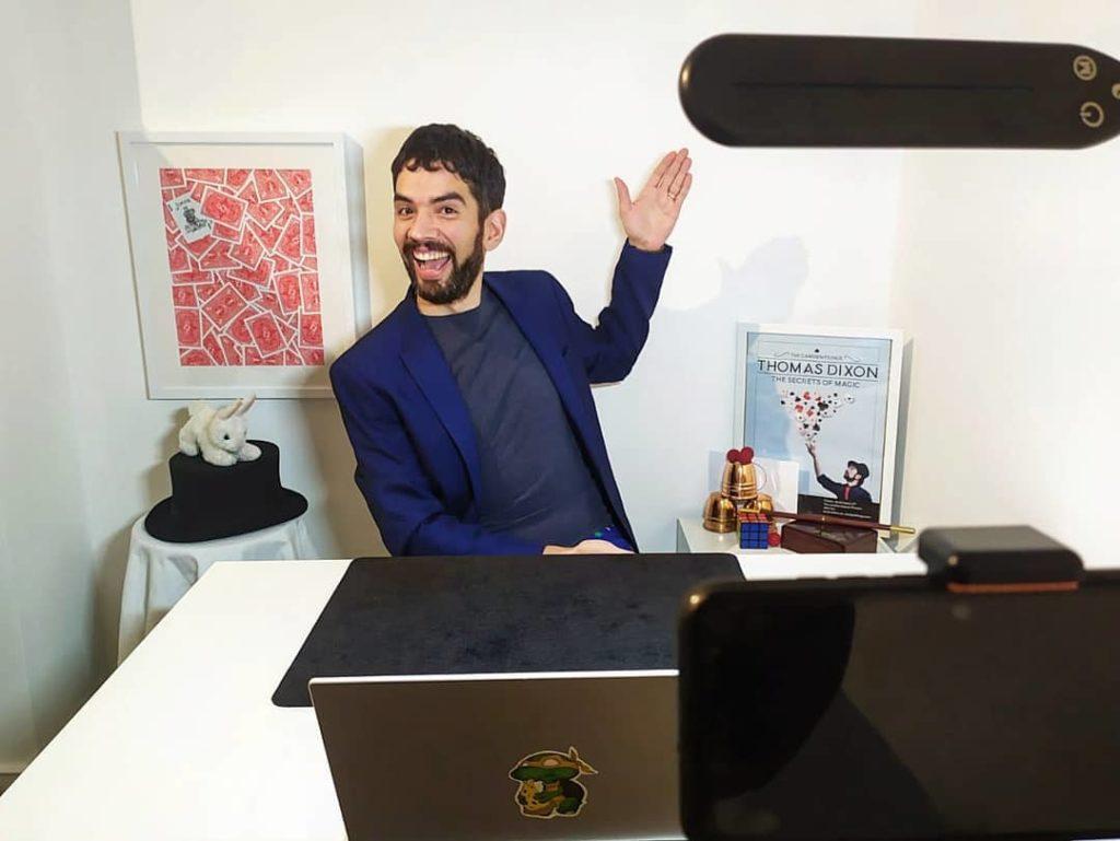hire online magician Thomas